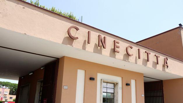 Entrada-estudios-Cinecitta-Roma_TINIMA20120711_0425_5