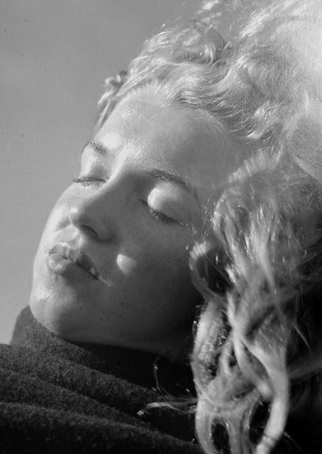 MMarilyn-Monroearilyn-Monroe-1946-3