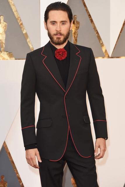 El zorro.... ¡ai no¡ Jared Leto, que sinceramente no se si es que está metido en el personaje del Joker, o que el gusto se le está diluyendo por momentos. Gucci firmaba este disfraz de carnaval.