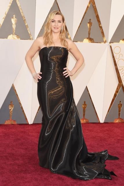 Kate Winslet fue la perfecta compañera de DiCaprio en su noche, pero no acertó con su look, el Ralph Lauren de hace diez temporadas no le quedaba muy bien, restánndole encanto.