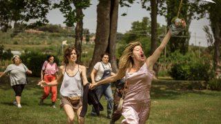 Locas de alegría cuenta una historia dura entre la comedia y el drama