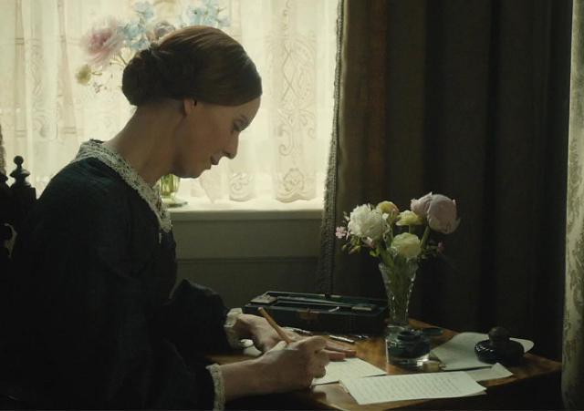 En Historias de una Pasión, Emily se refugia en su escritura